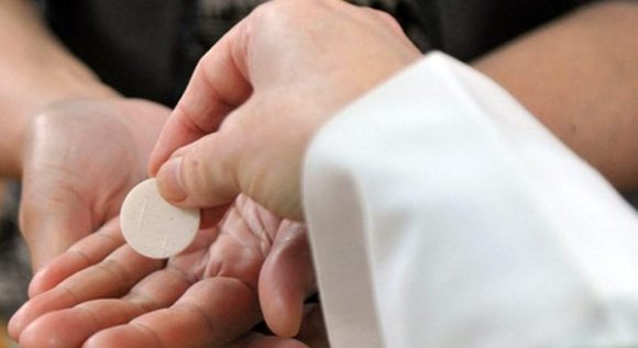 Communion-in-the-hand-C-1280x720.jpg